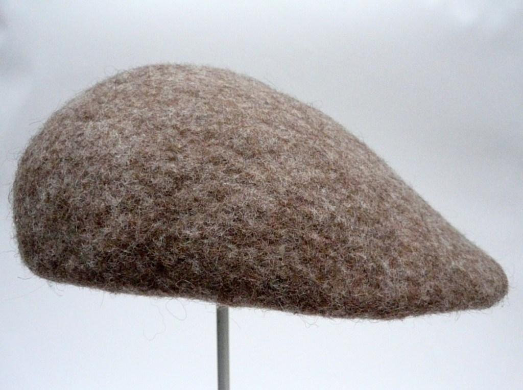 Nr. 2  hellbraune Mütze