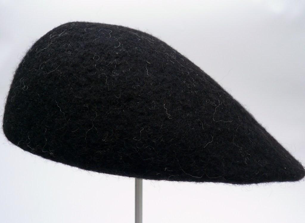 Nr. 3 schwarze Mütze